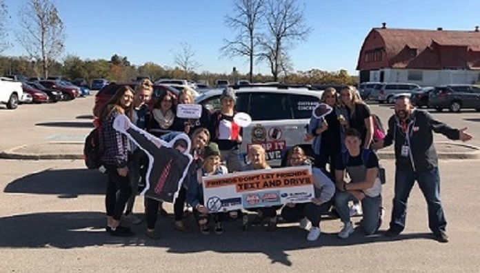 Jack FM and students pledging to end distracted driving